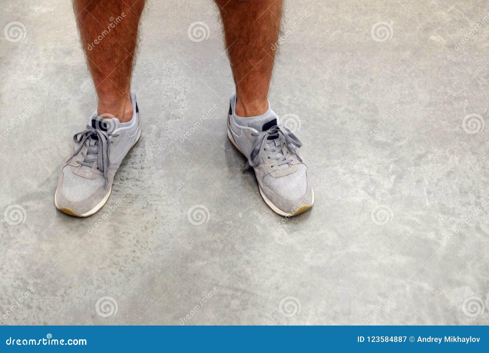 栓跑鞋的人