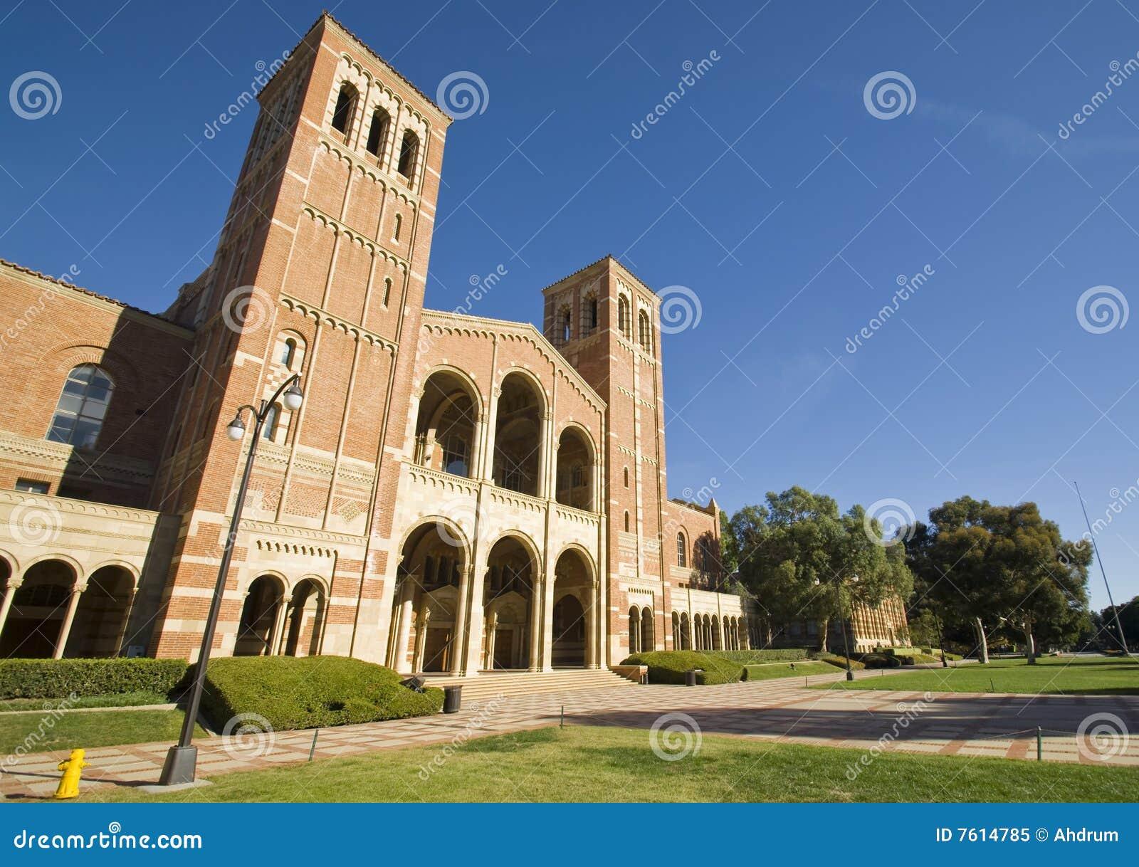 校园学院草坪大学