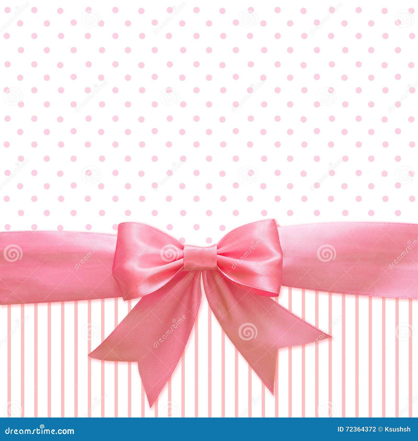 桃红色丝绸丝带和弓背景的