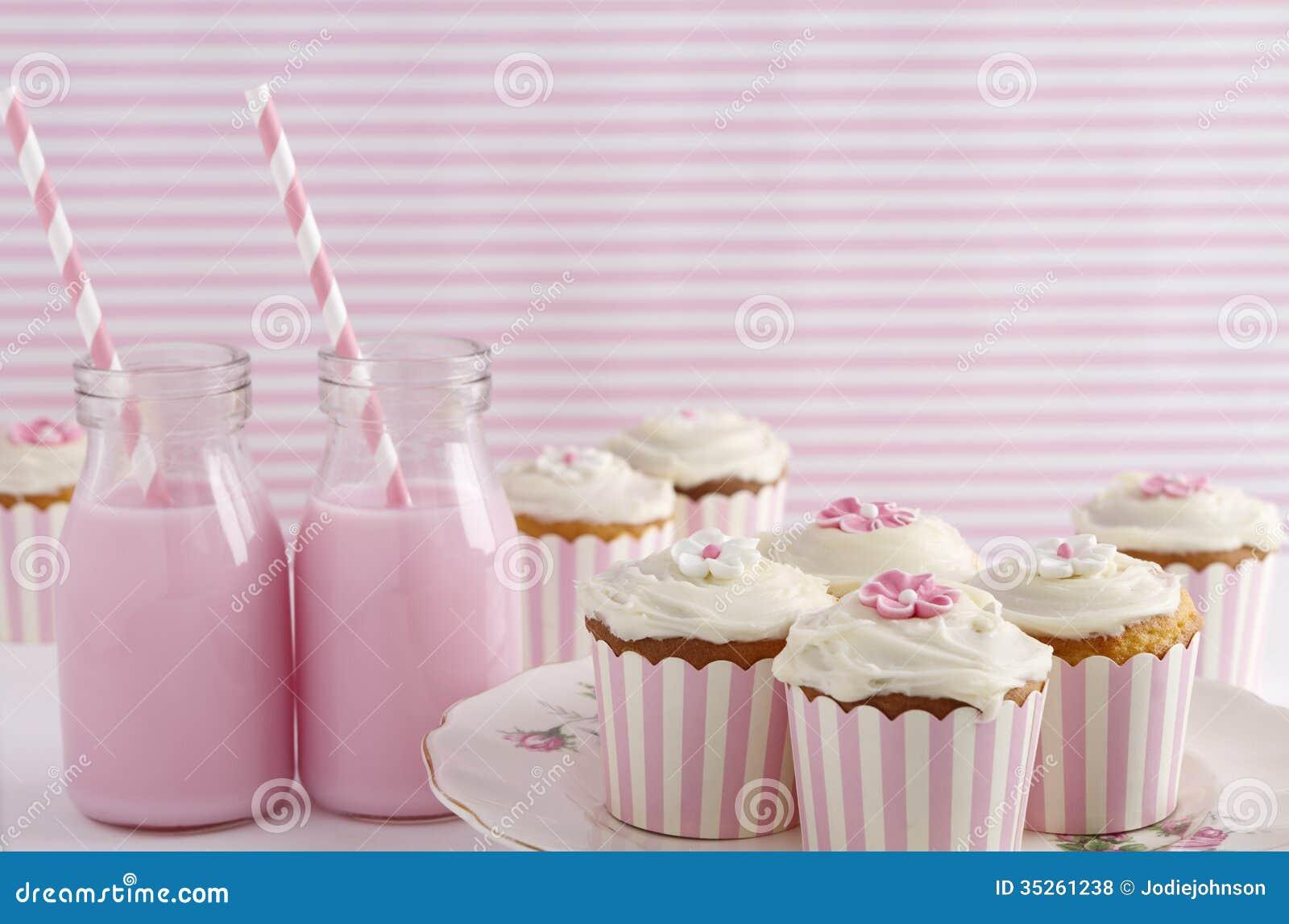 桃红色减速火箭的题材点心桌生日聚会