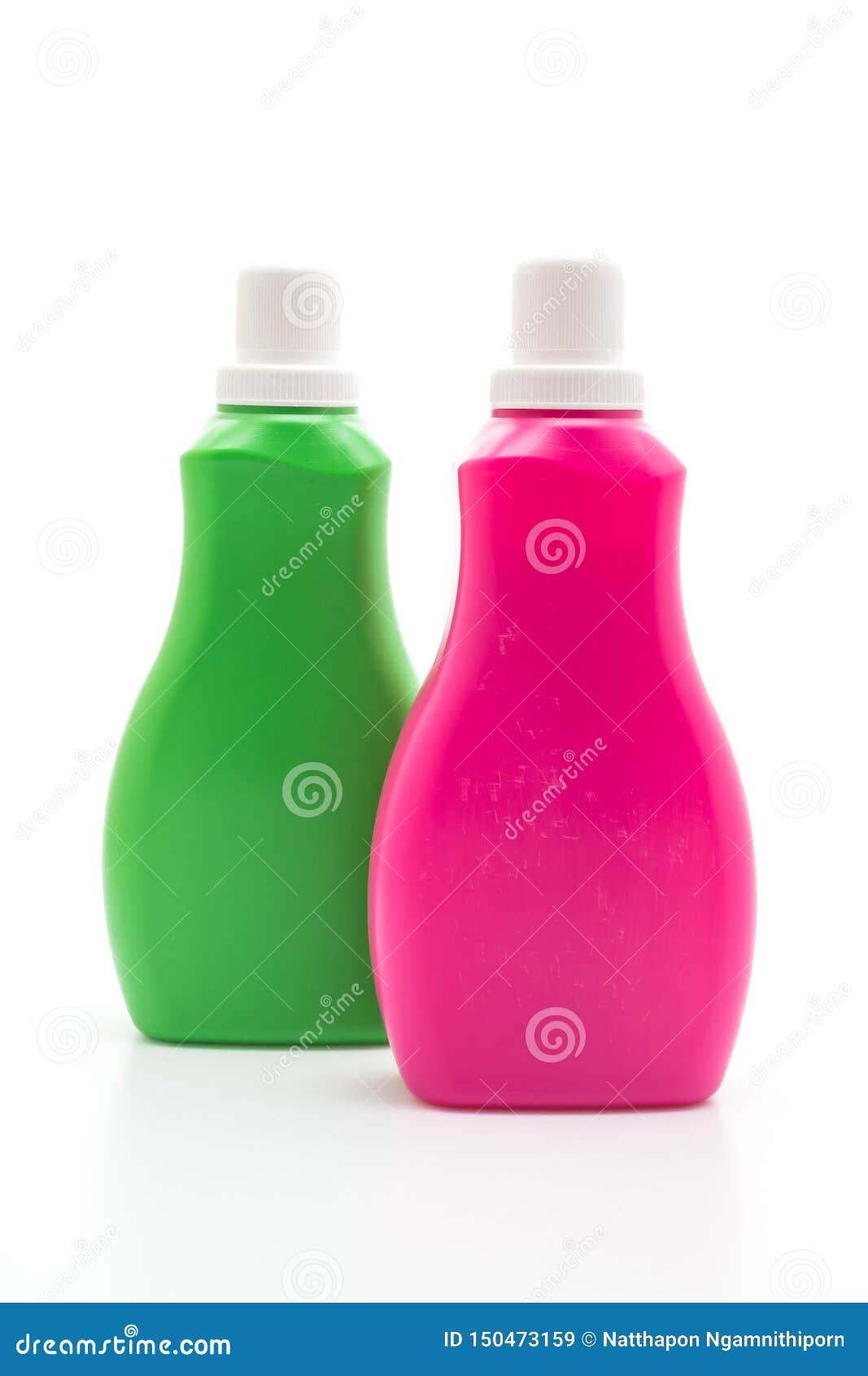 桃红色和绿色塑料瓶洗涤剂或地板液体清洁的在白色背景