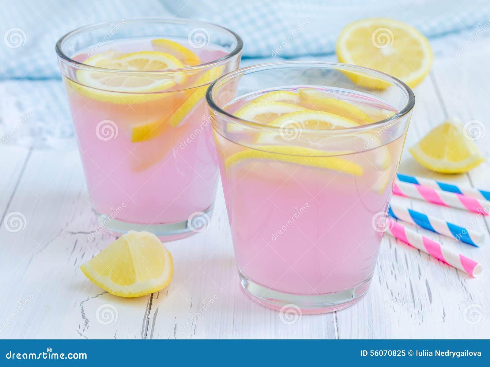 桃红色柠檬水