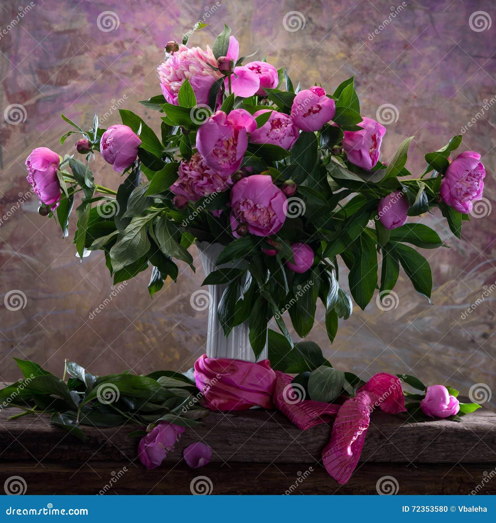 桃红色牡丹美丽的花束