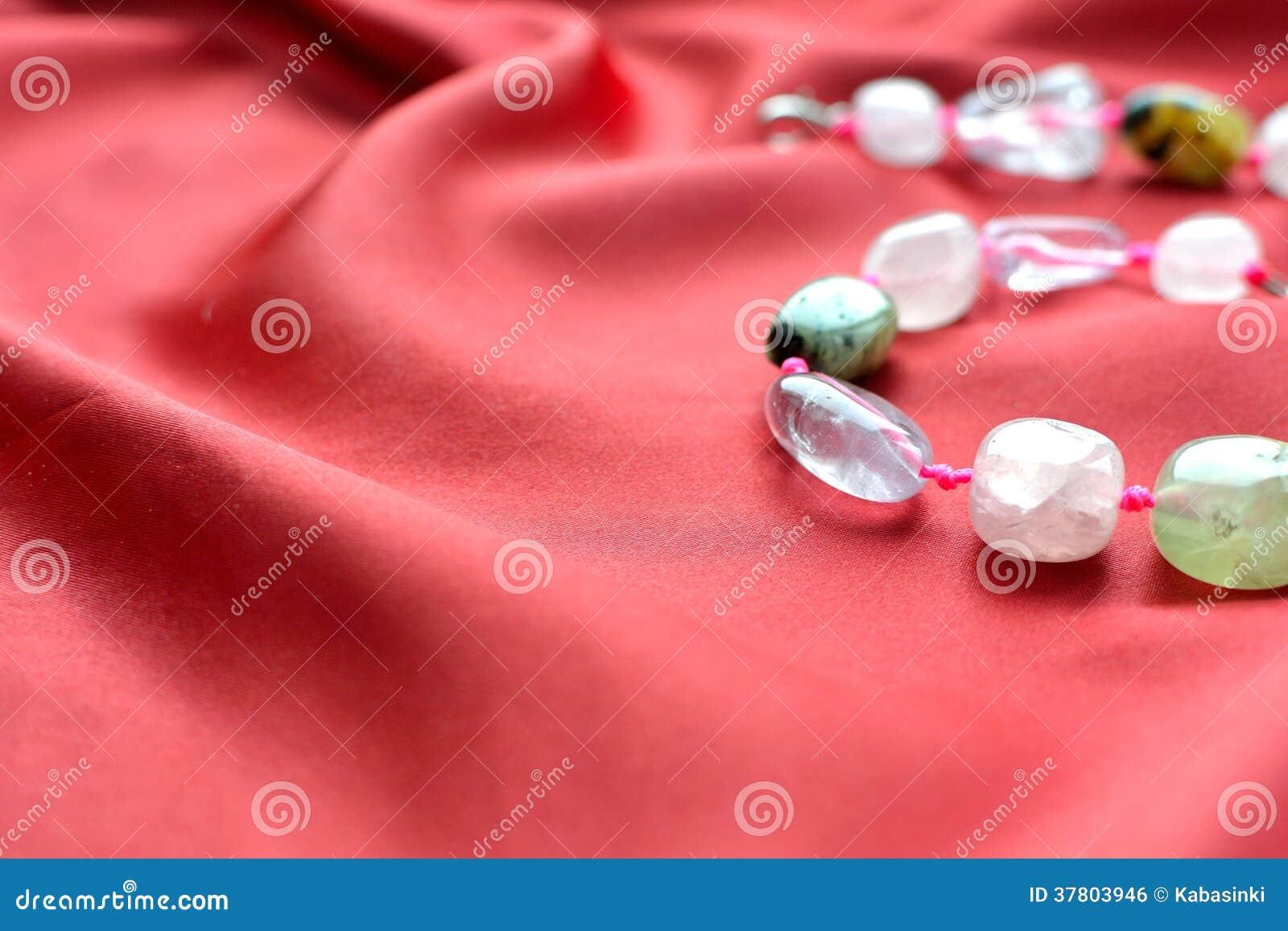桃红色石英和绿沸铜小珠