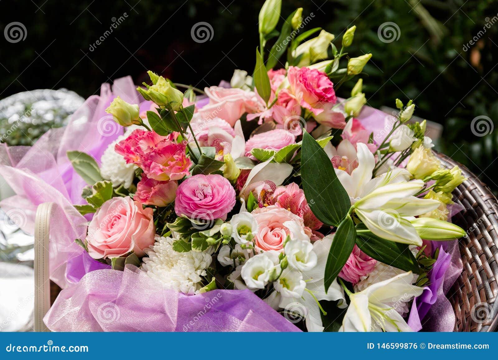 桃红色花花束