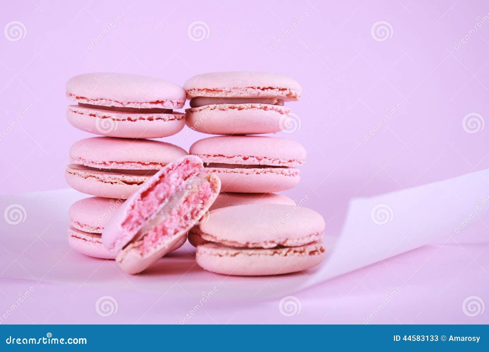 桃红色macarons小蛋糕曲奇饼 库存图片. 图片 包括有 没人, 类似, 传统, 特写镜头, 快餐, 早晨 ...