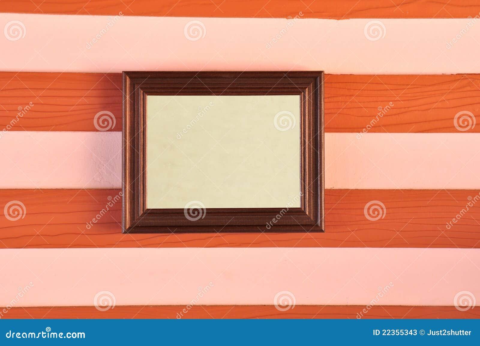 框架木照片的墙壁