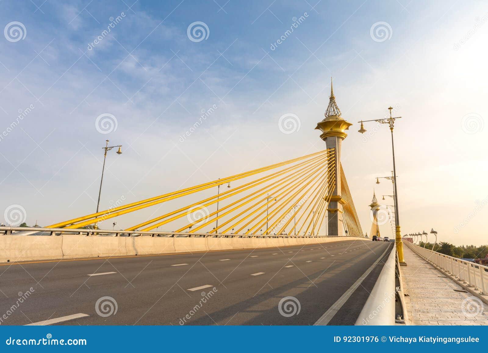桥梁在Nonthaburi泰国