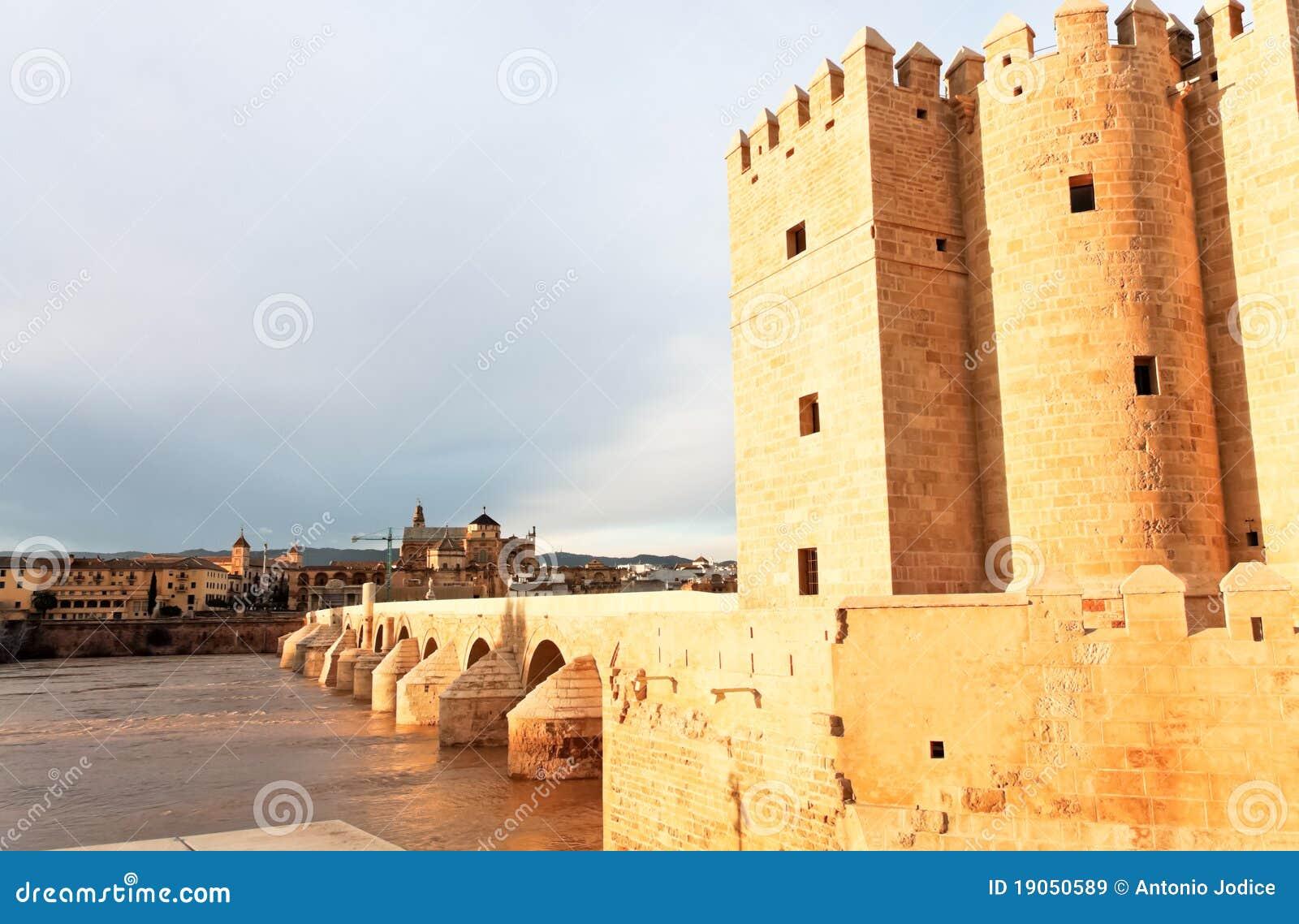 桥梁科多巴极大的清真寺罗马西班牙