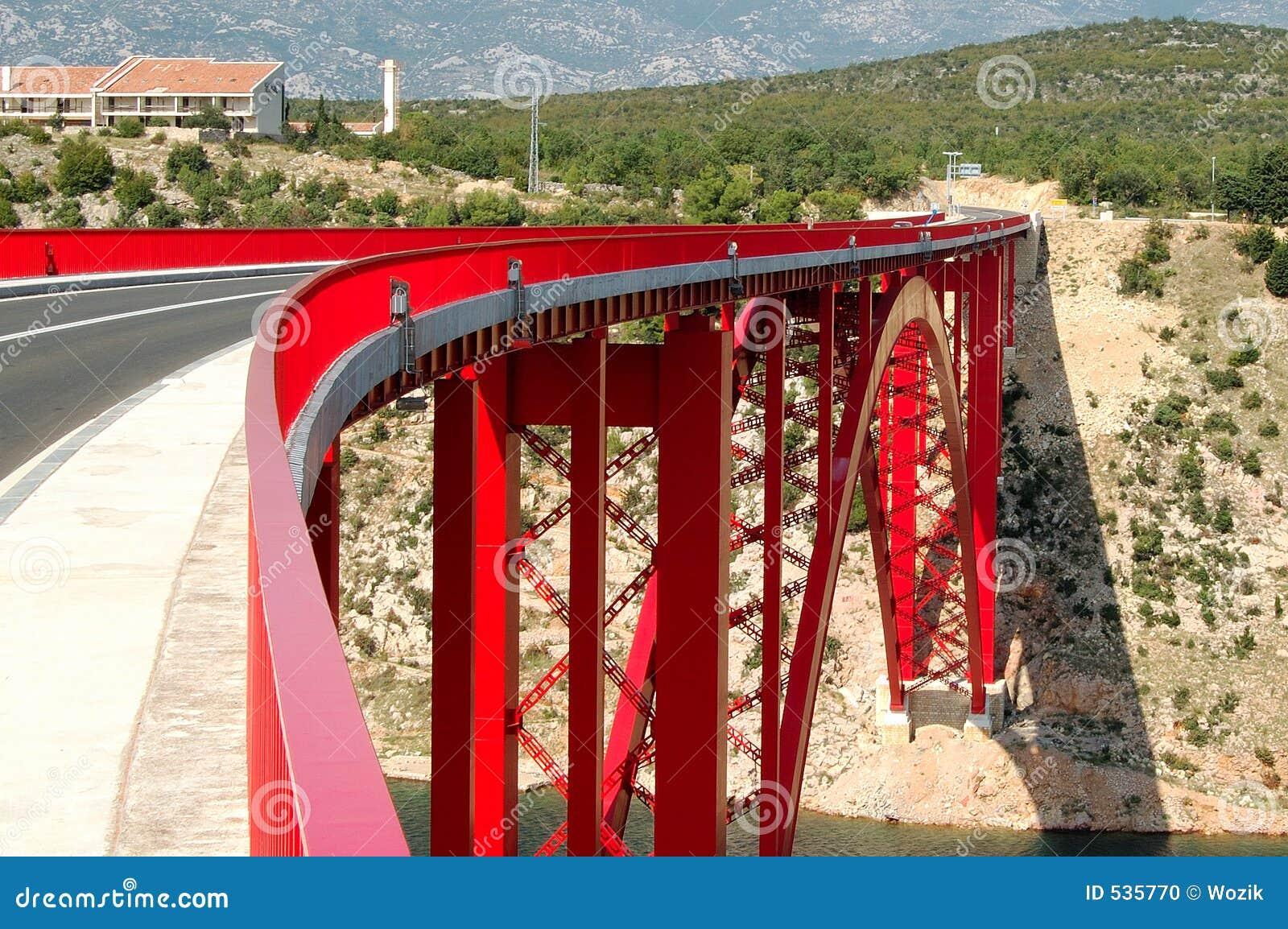 Download 桥梁红色 库存照片. 图片 包括有 天空, 红色, 房子, 结构树, 沙子, 贿赂, 岩石 - 535770