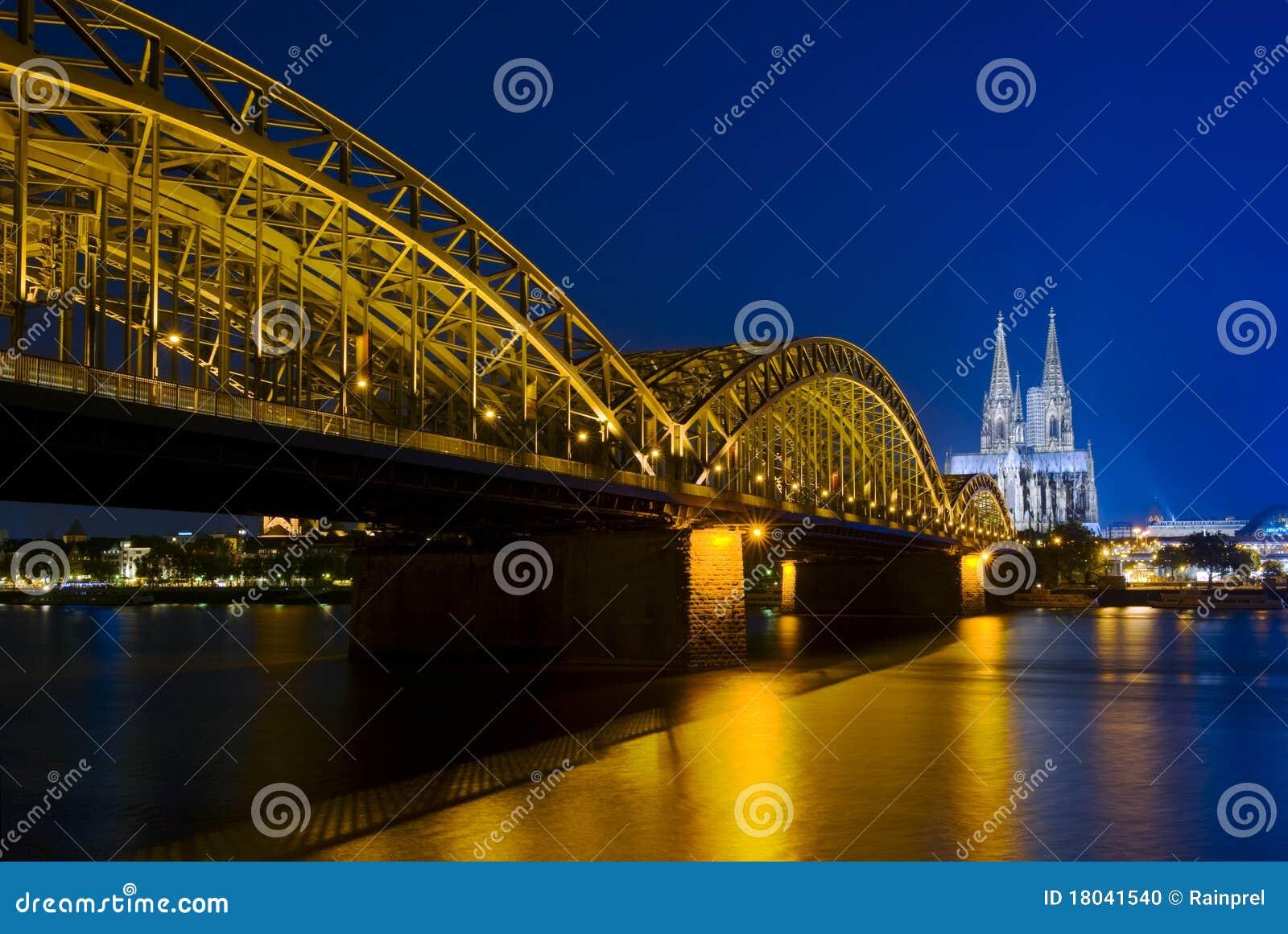桥梁hohenzollern大教堂的科隆香水