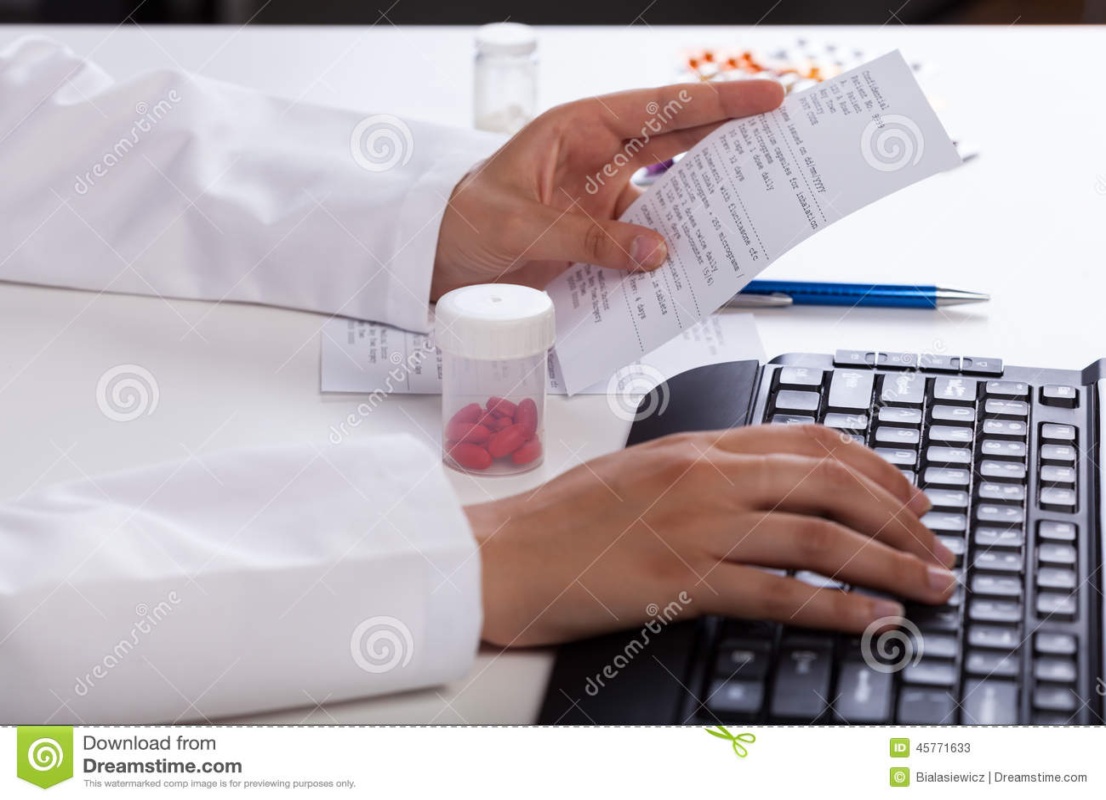 检查关于医学的药剂师信息