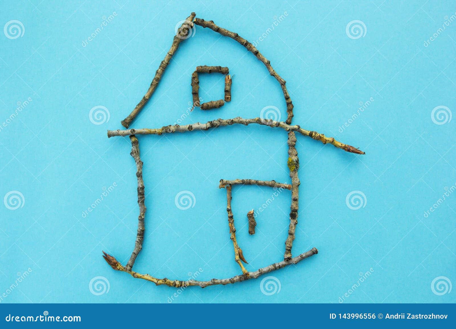 棍子小屋在蓝色背景,概念的