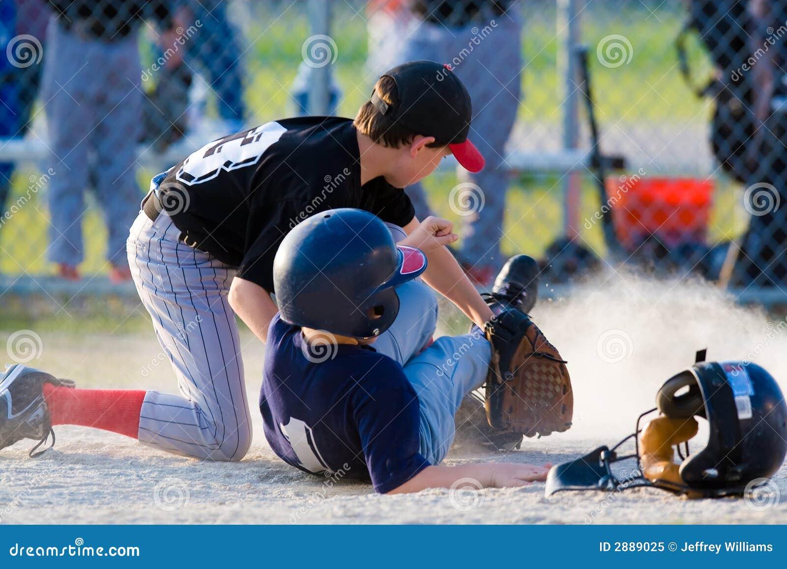 棒球运动员下滑