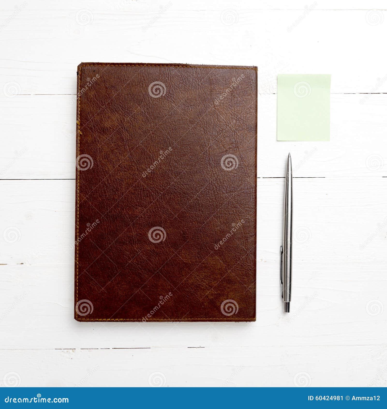 棕色笔记本笔