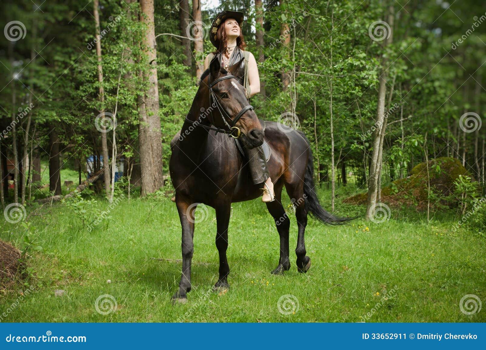 配马女_棕色马的女牛仔