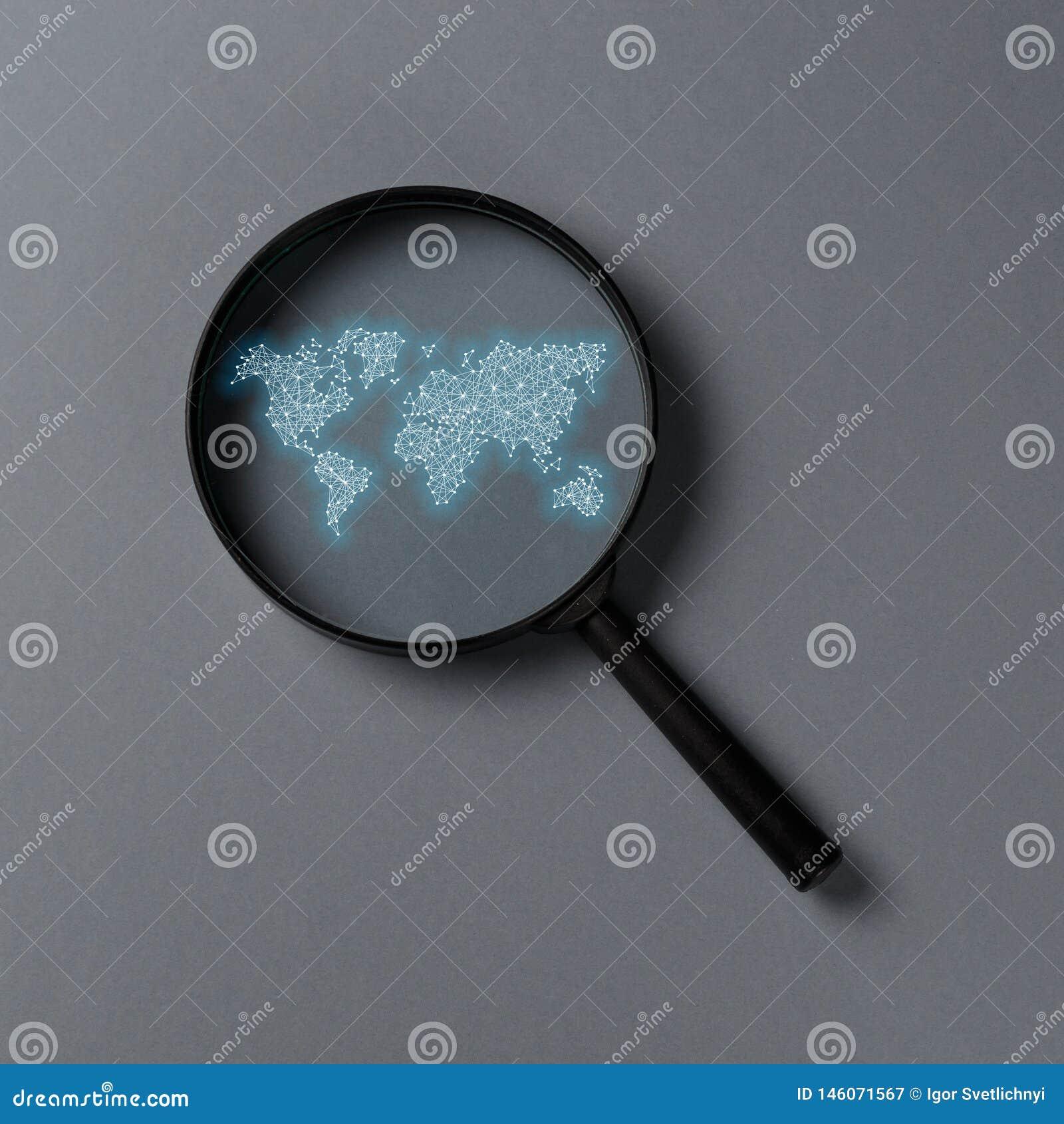 概念资料收集工作 有国际地图的放大镜