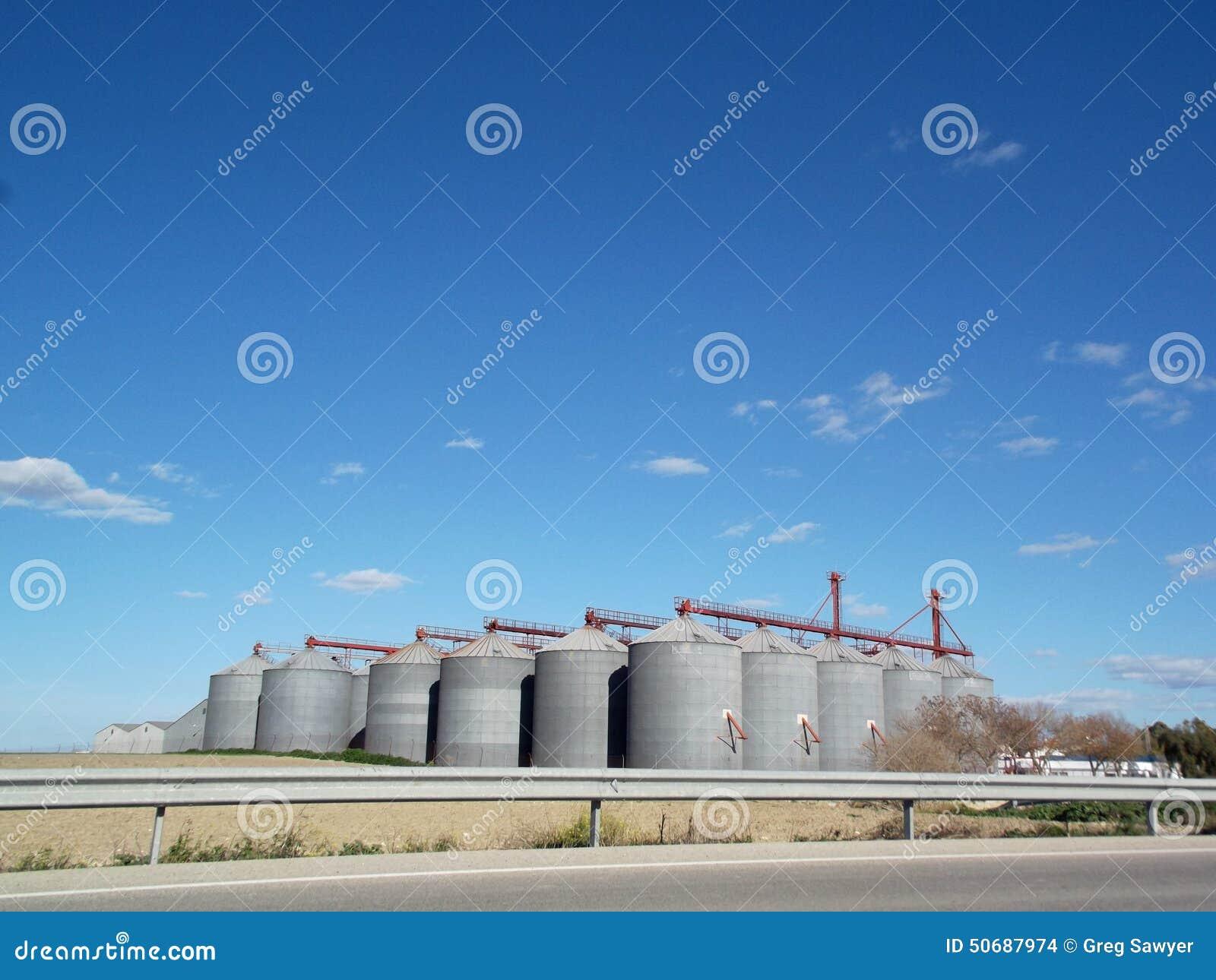 Download 槽坊在赫雷斯,安达卢西亚,西班牙 库存照片. 图片 包括有 天空, 云彩, 农村, 生产, 蓝色, 灰色 - 50687974