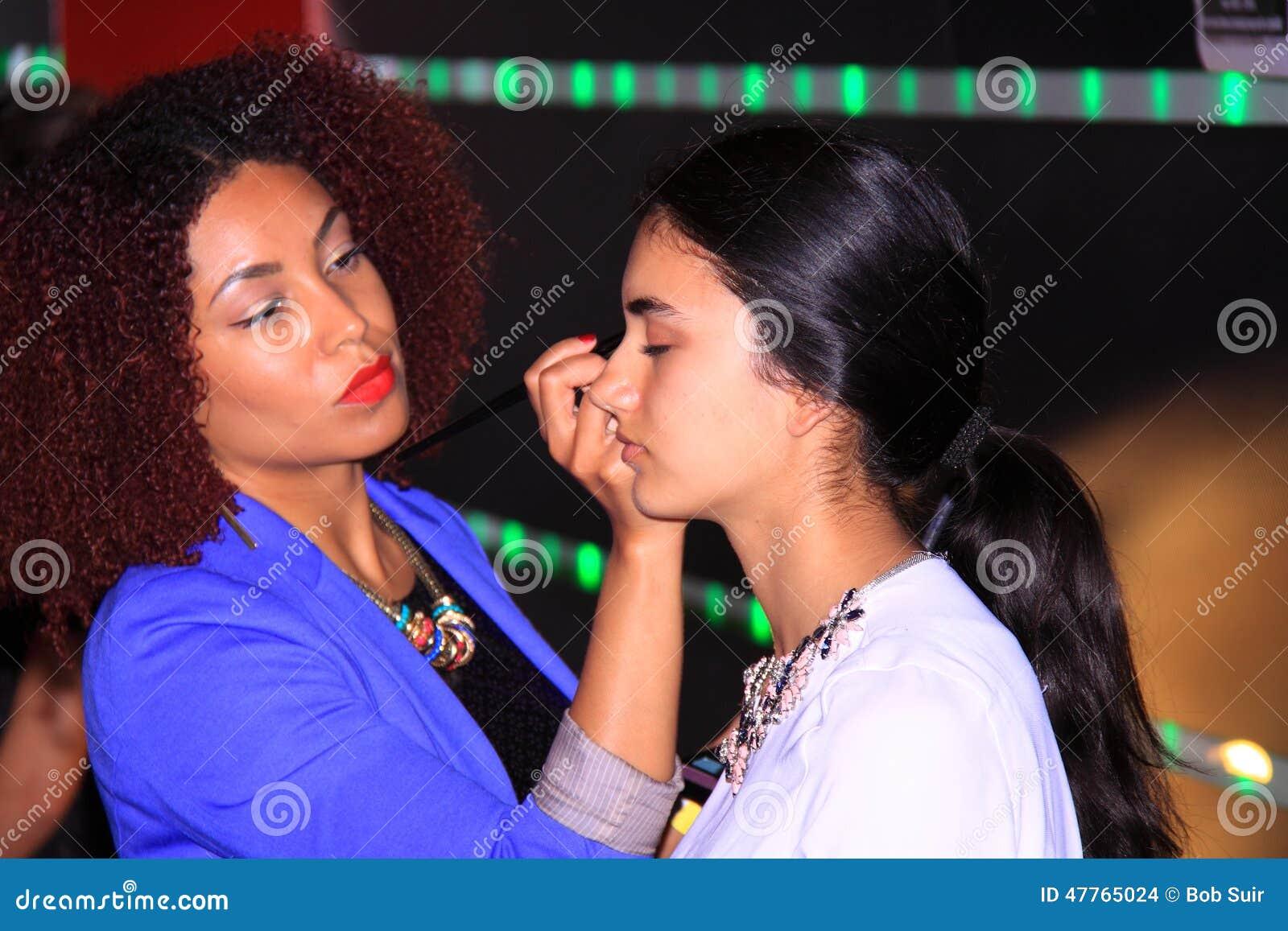 模型和后台化妆师