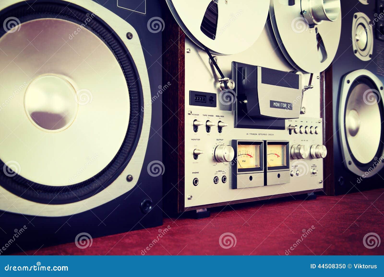 模式与报告人的立体音响开放卷轴磁带机记录器葡萄酒