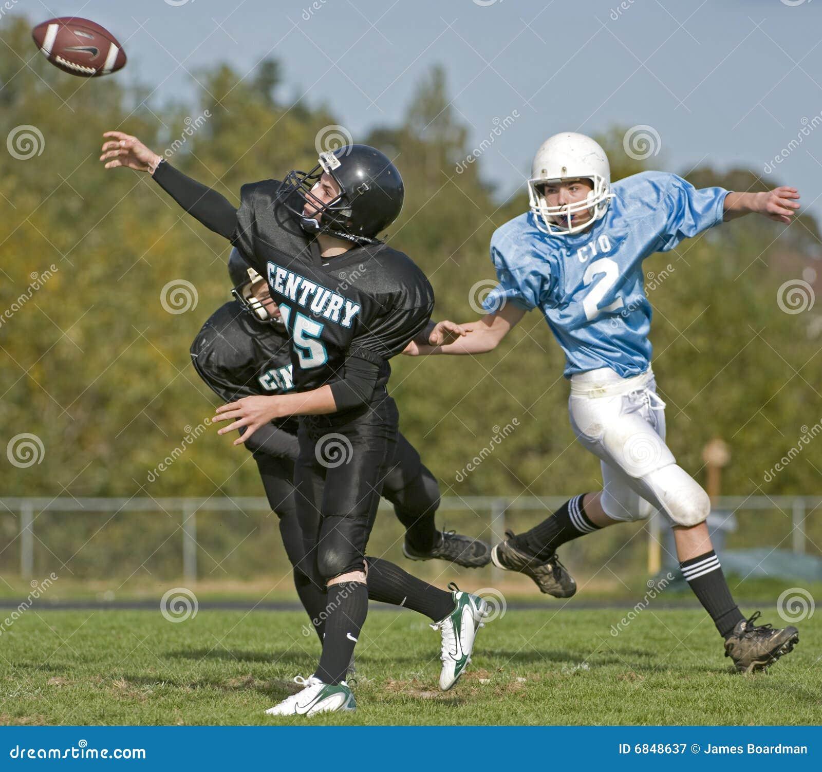 橄榄球通过球员