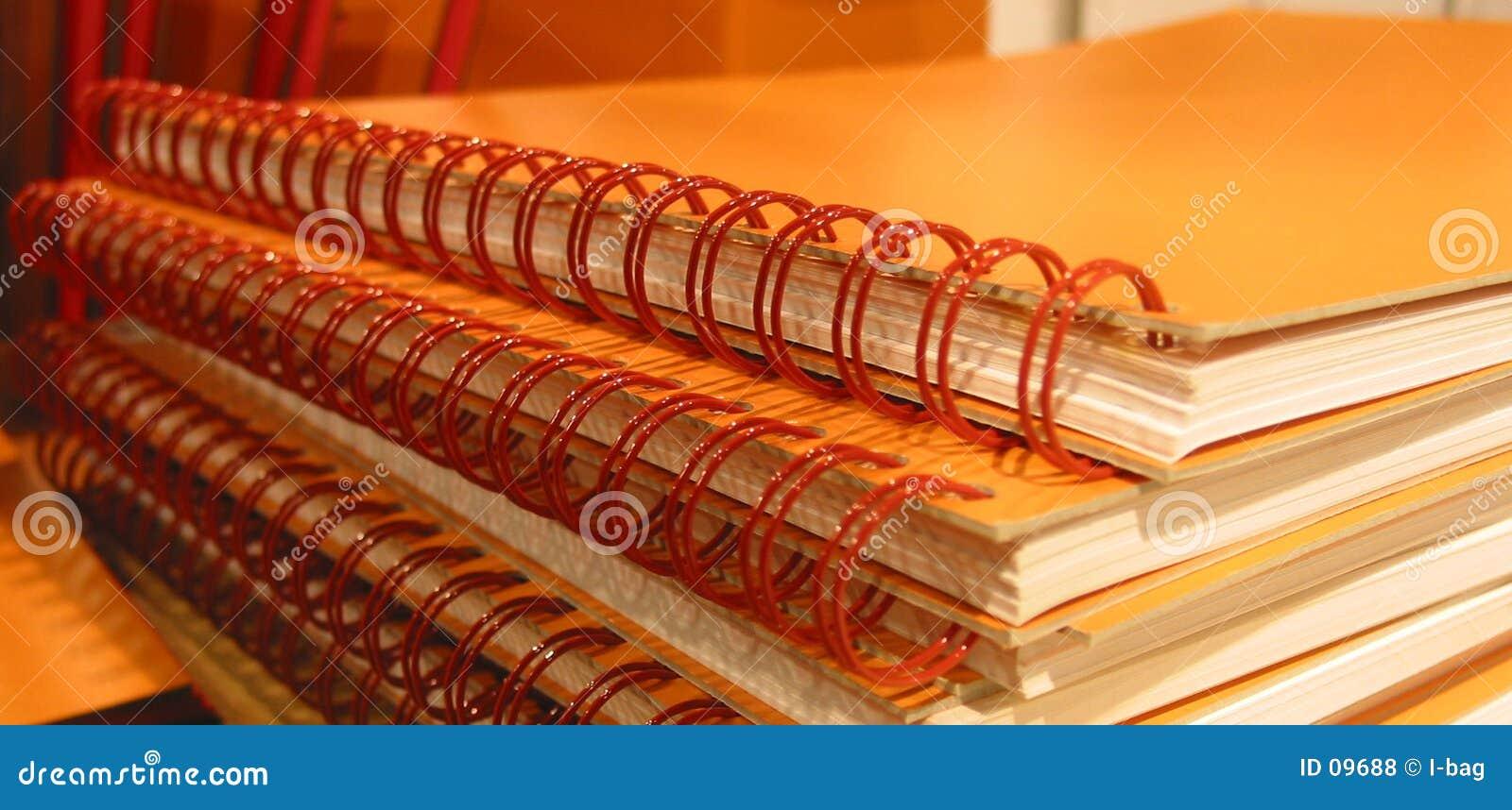 橙色的笔记本