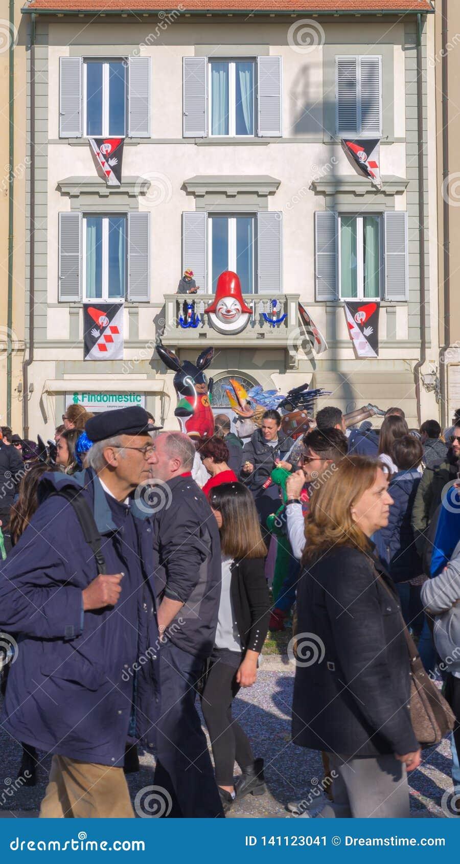 欢乐地装饰了房子,维亚雷焦狂欢节,托斯卡纳,意大利