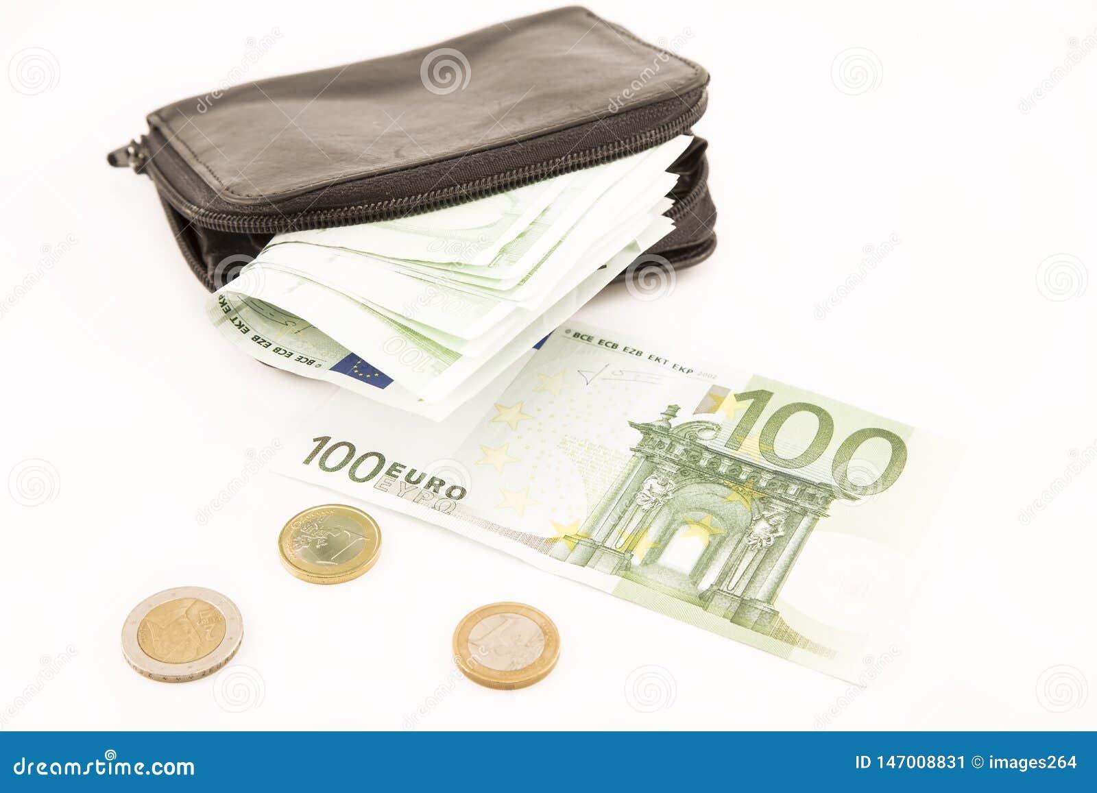 欧元钞票和一个黑钱包