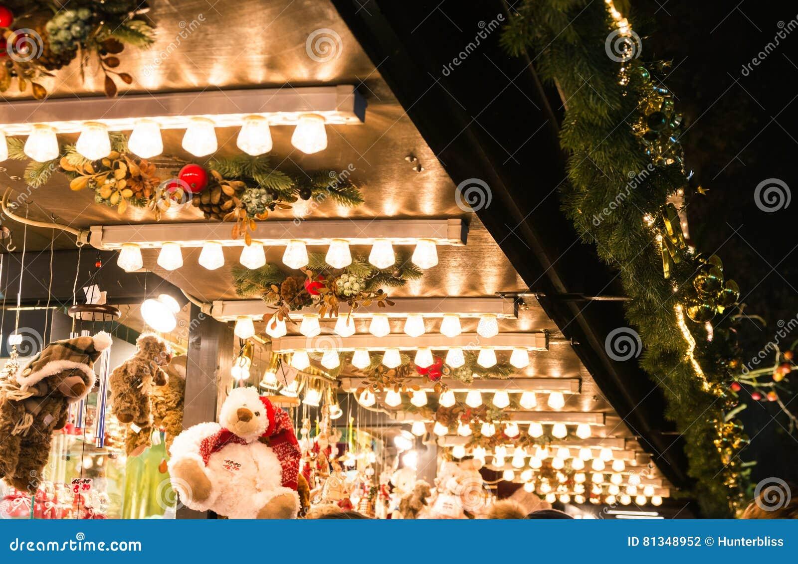 欧洲圣诞节市场细节光立场屋顶灯架子