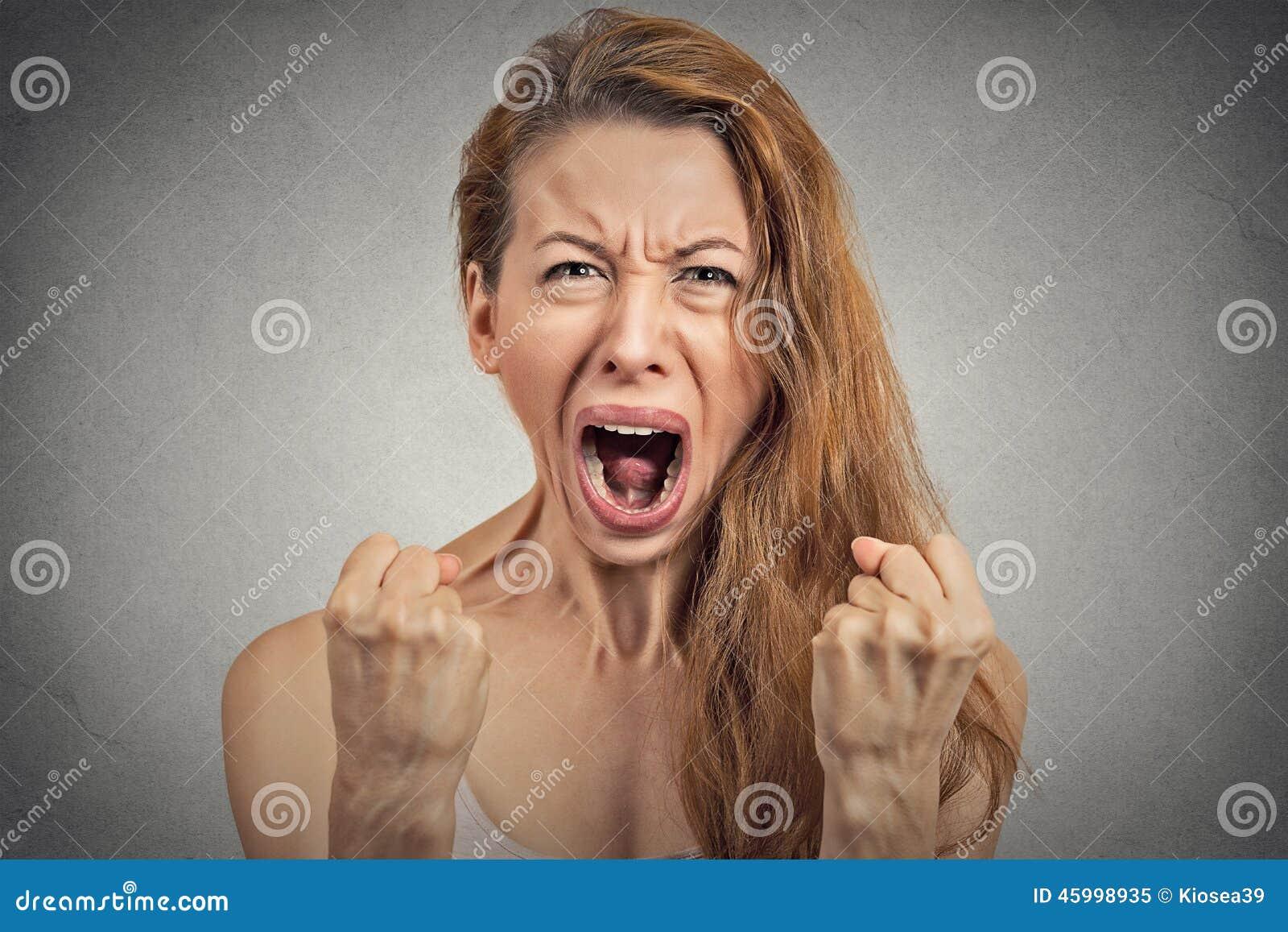 歇斯底里恼怒的少妇有神经衰弱