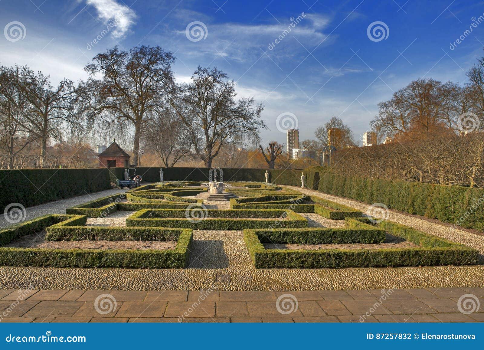 正式女王/王后` s庭院:17世纪样式庭院位于的后面/在荷兰议院/Kew宫殿的后面 英国