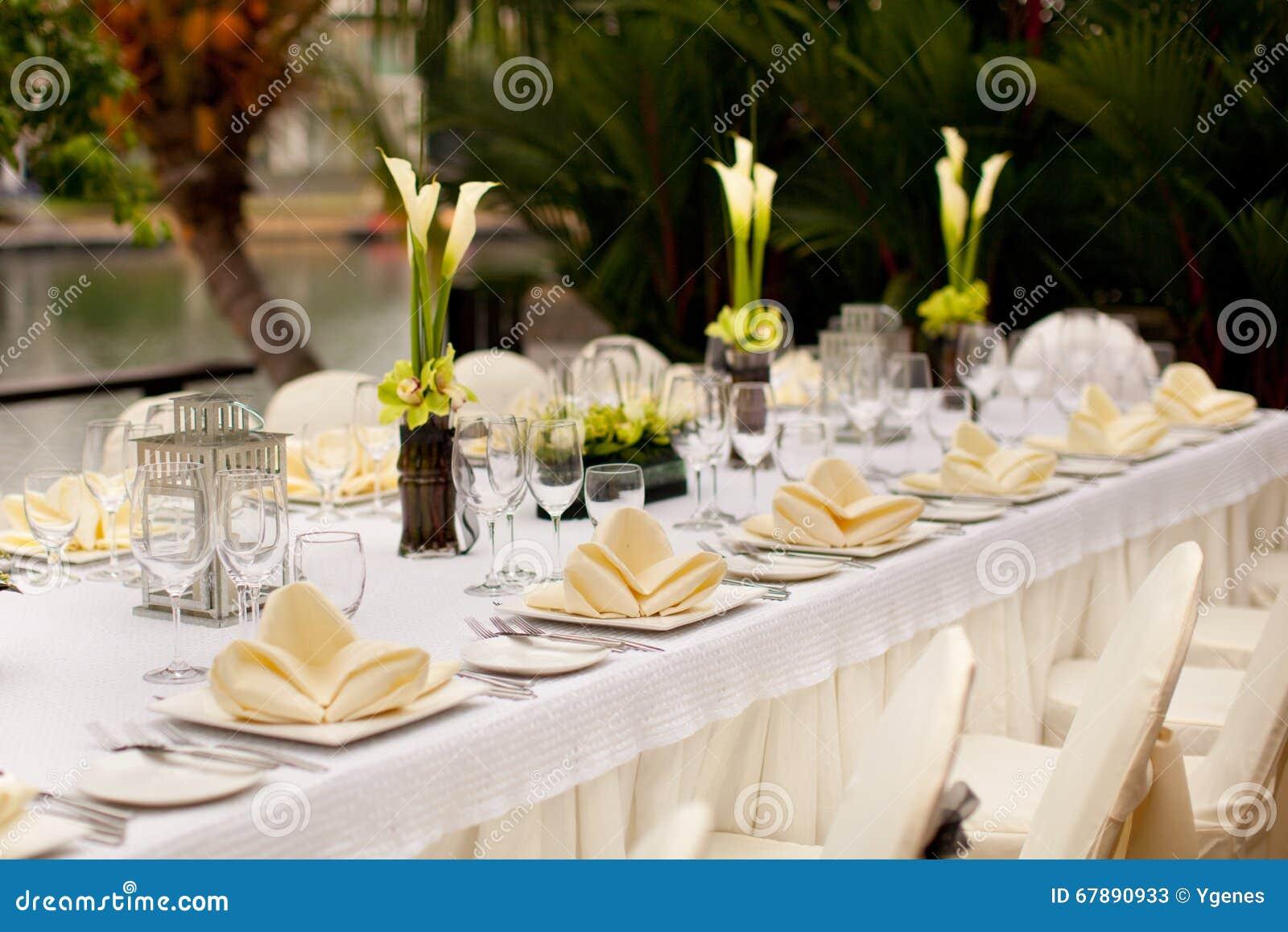 正式设置表 室外庭院样式桌装饰