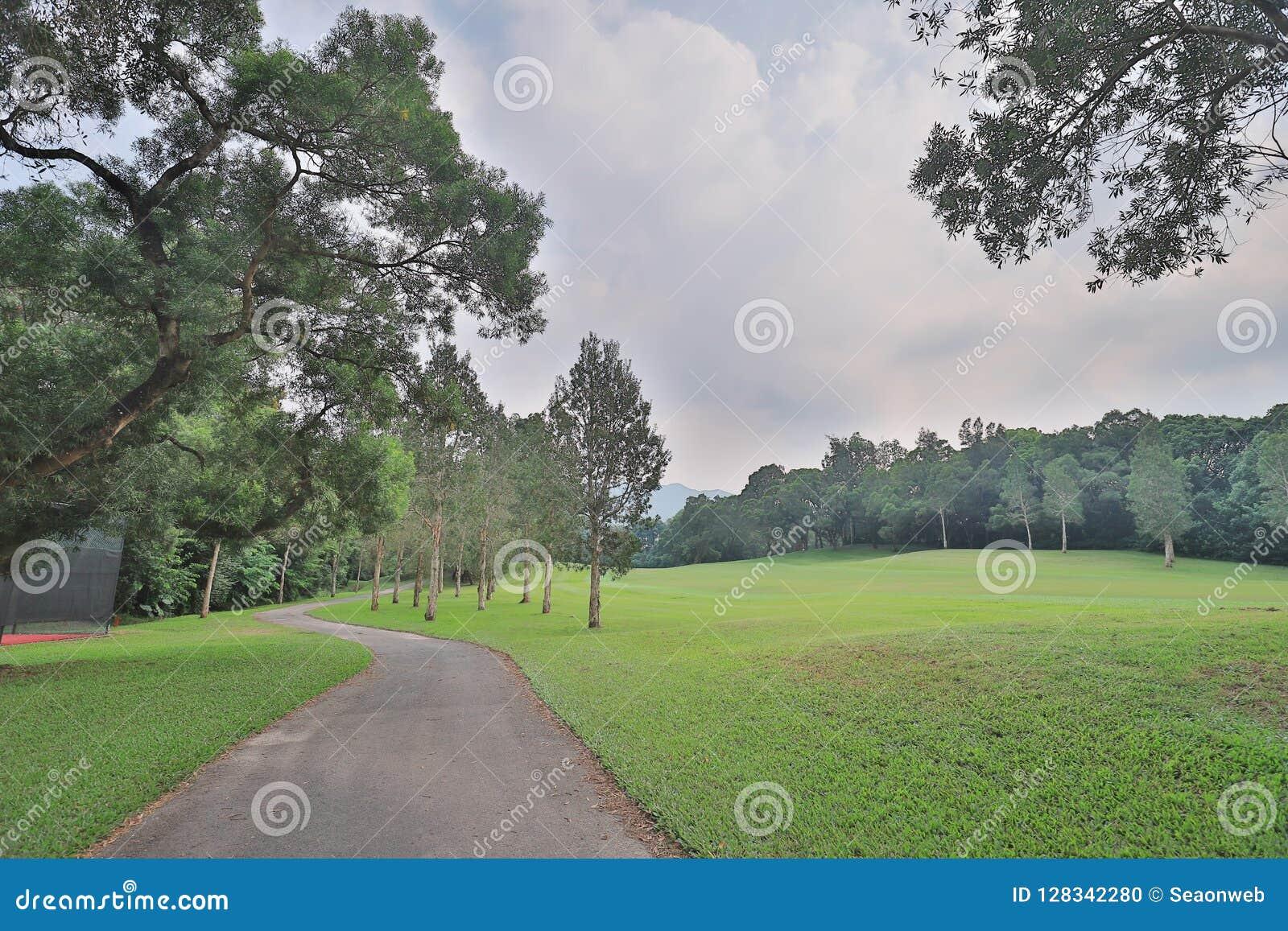 步行方式和绿色领域在高尔夫俱乐部