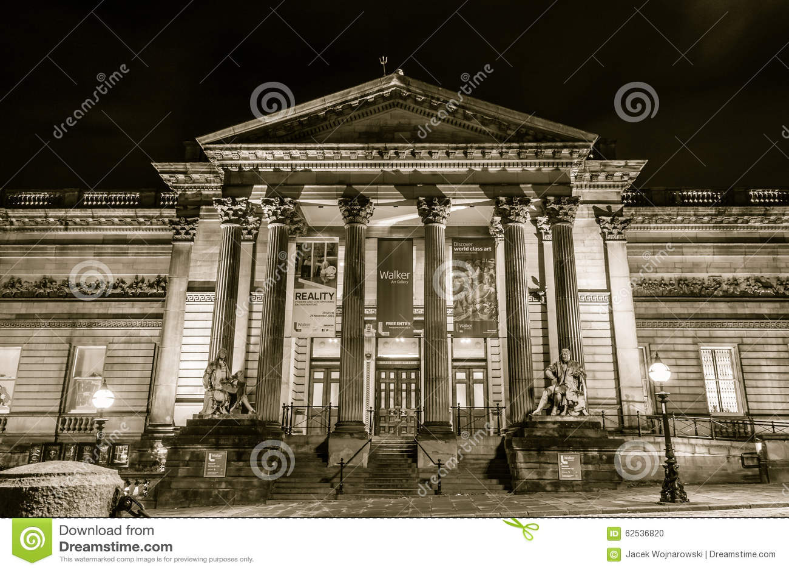 步行者美术画廊在夜之前