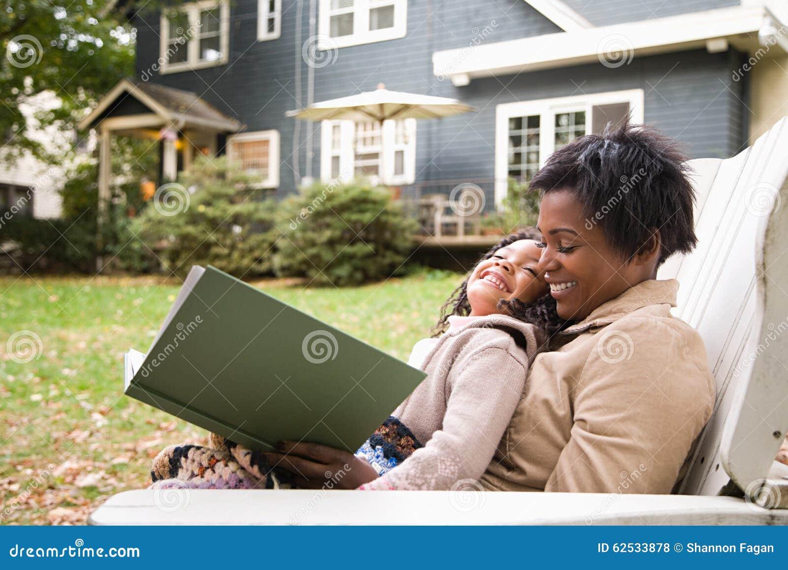 母亲和女儿有书的