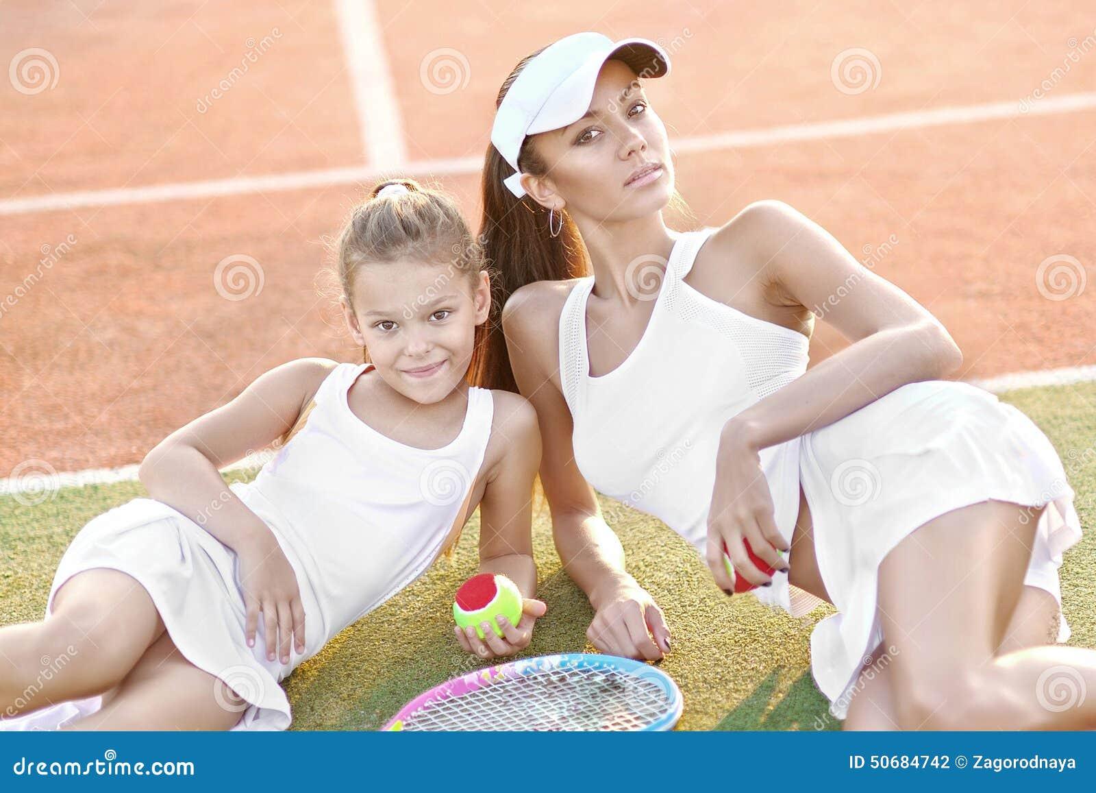 Download 母亲和女儿纵向 库存照片. 图片 包括有 女演员, 体育运动, beauvoir, 女儿, 事故, 健身 - 50684742