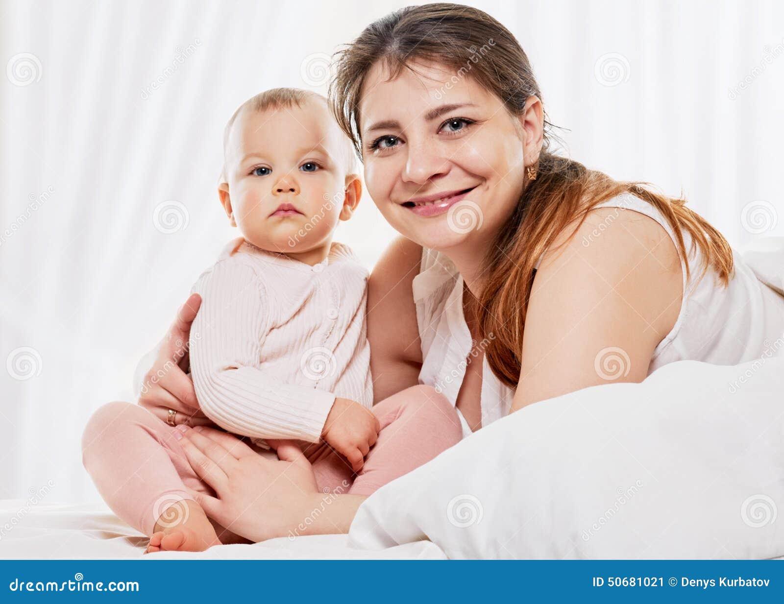 Download 母亲和女儿 库存图片. 图片 包括有 喜悦, 富感情的, 生活方式, 女孩, 妈妈, 系列, 位于, 查找 - 50681021