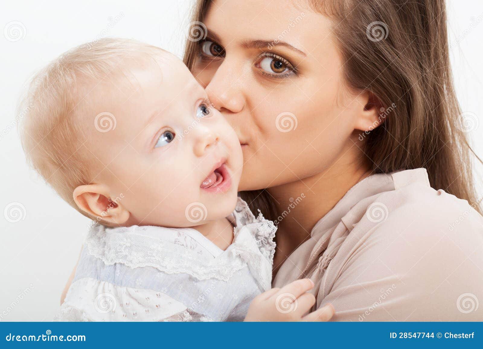 母亲和婴孩特写镜头纵向
