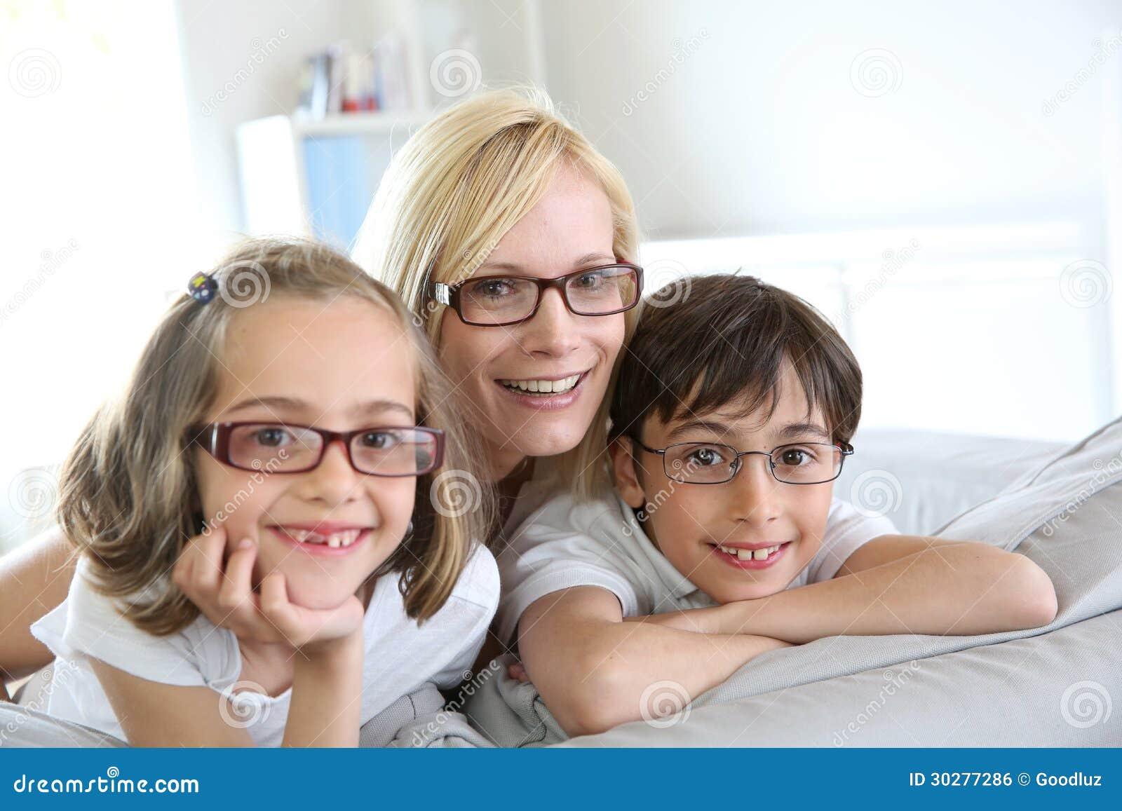 母亲和孩子画象