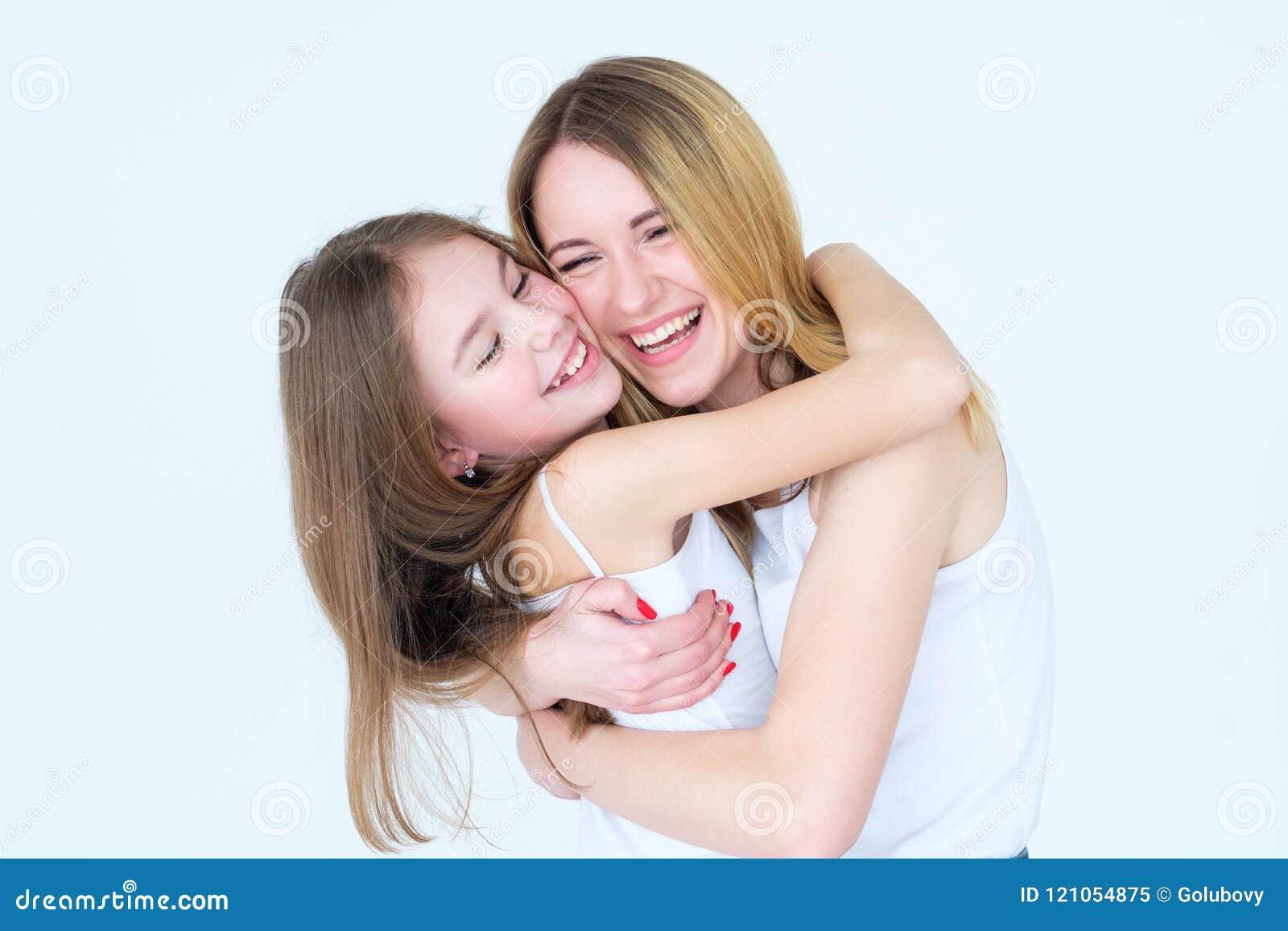 母亲女儿爱家庭拥抱统一性