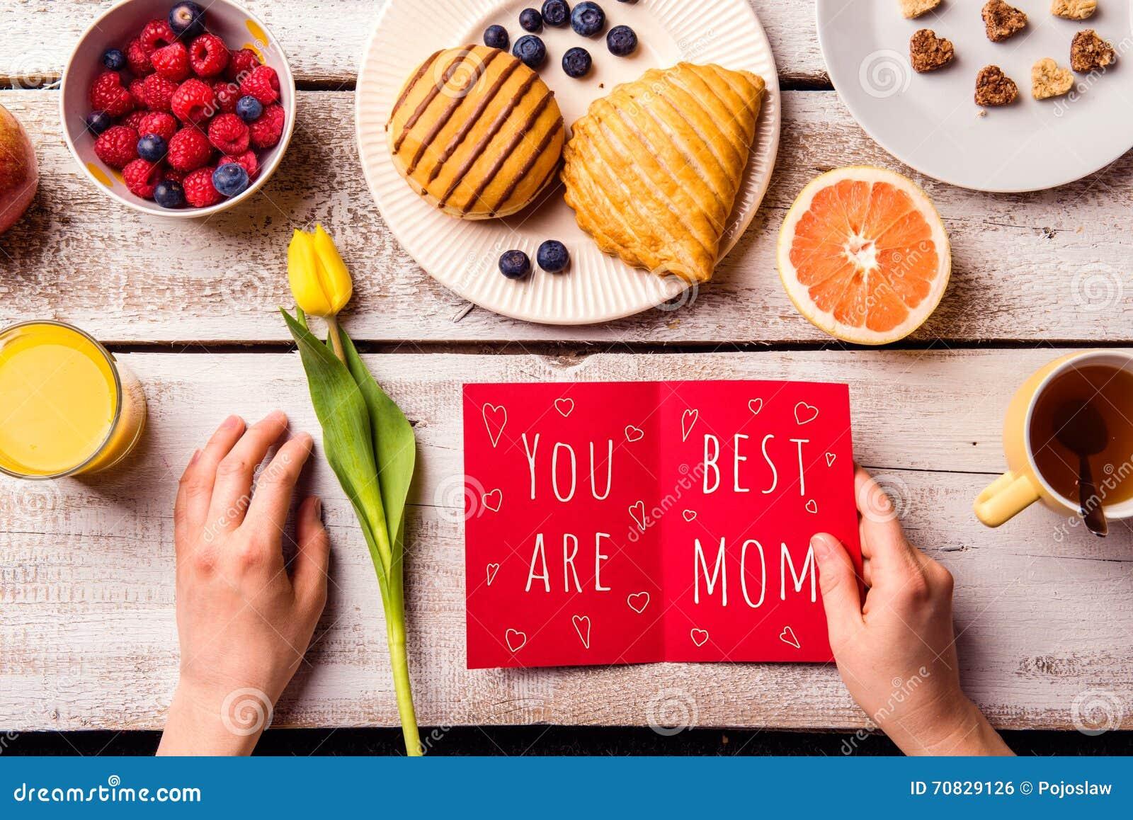 母亲节构成 贺卡和早餐膳食