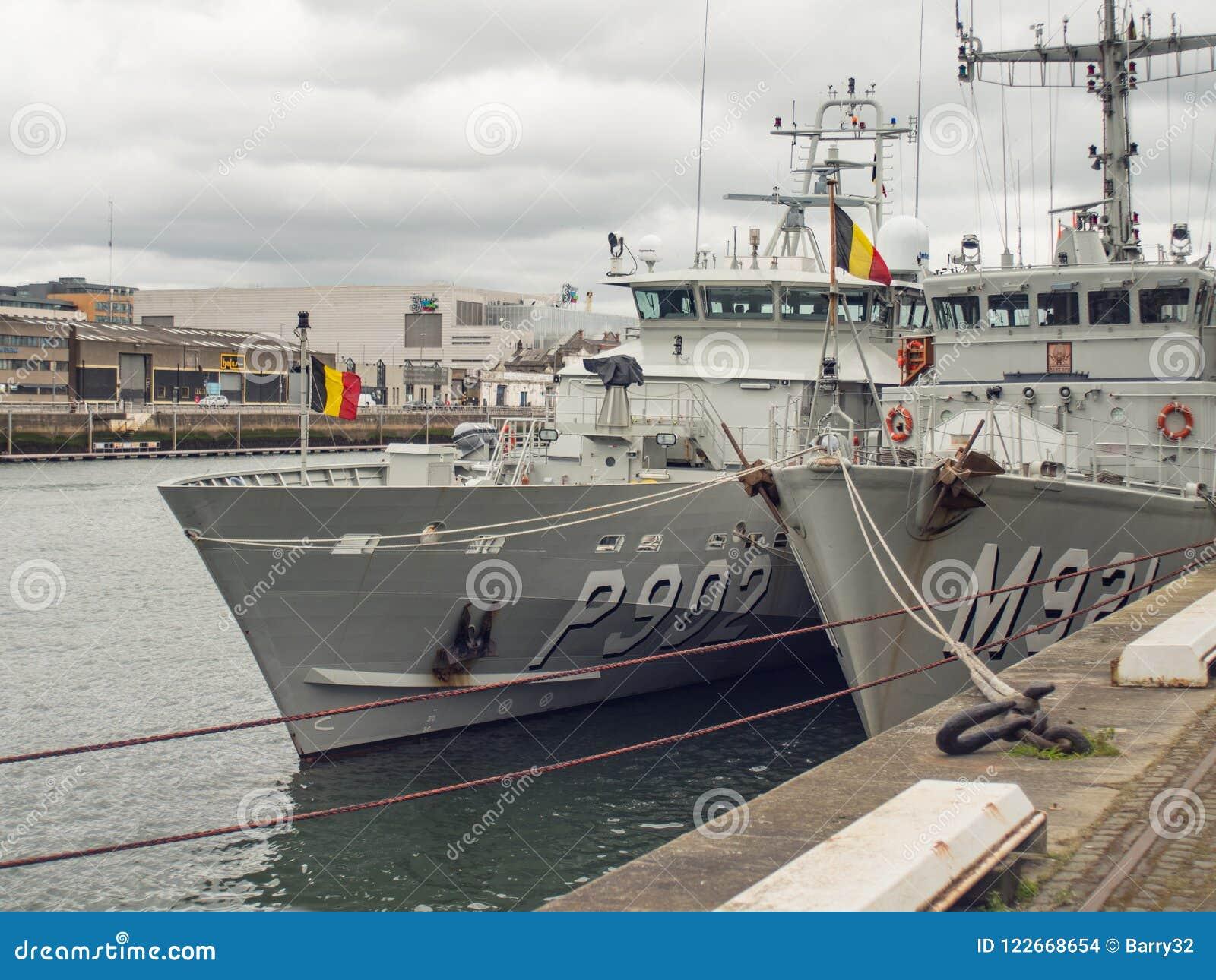 比利时海军军事船在利菲河,都伯林,爱尔兰停泊了