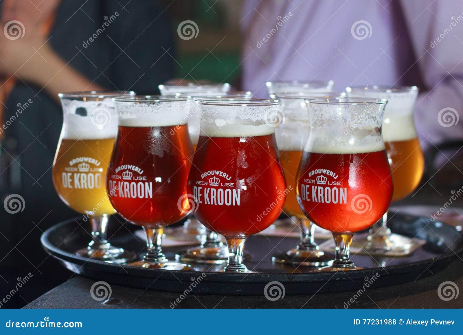 比利时;NEERIJSE - 9月05日;2014年:品尝不同的啤酒