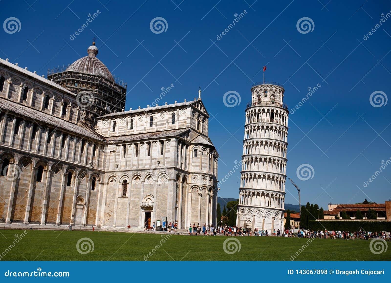 比萨,意大利一座斜塔的看法  艺术性的详细埃菲尔框架法国水平的金属巴黎仿造显示剪影塔视图的射击