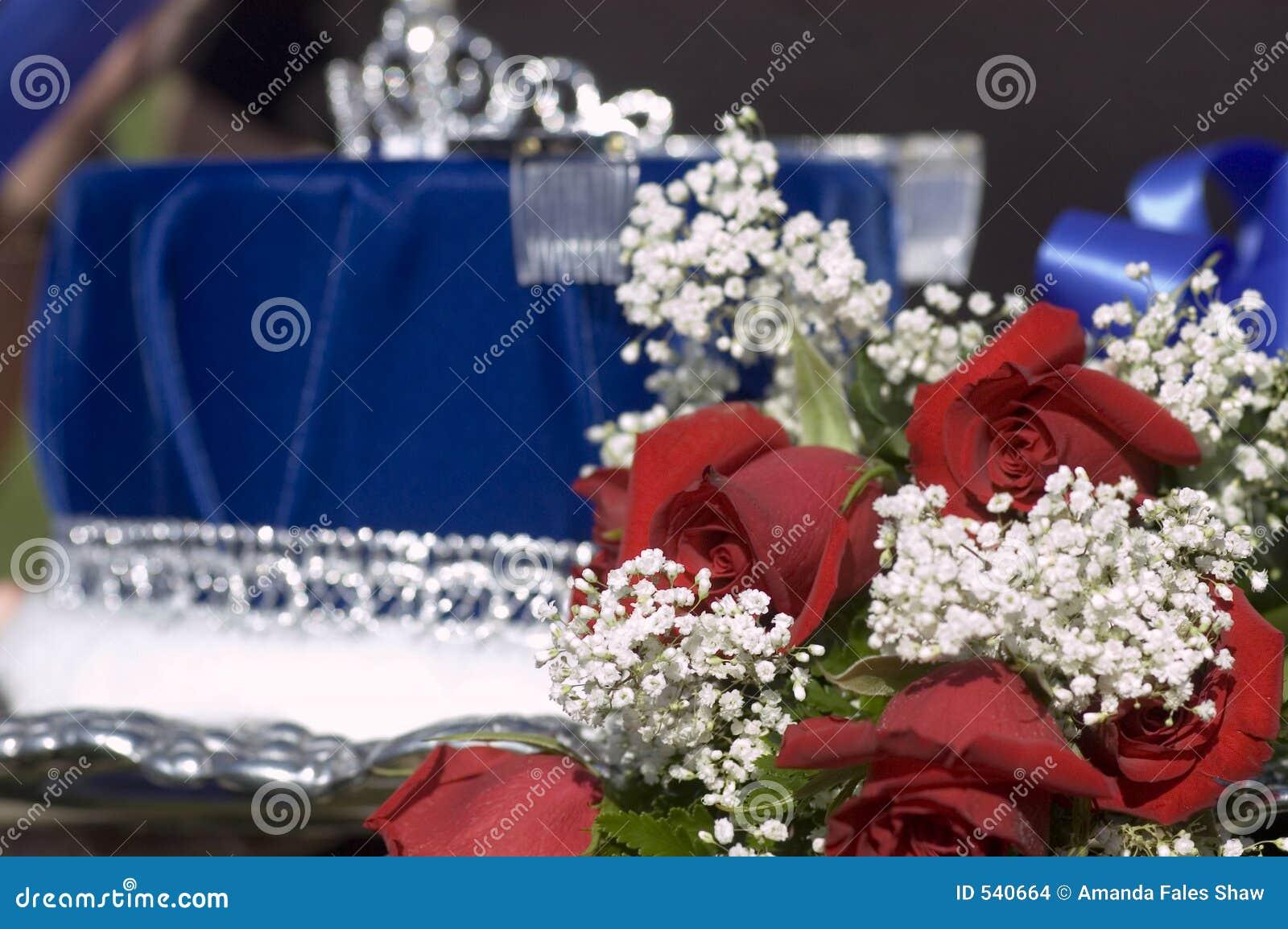 Download 比赛国王女王/王后 库存照片. 图片 包括有 女王, 红色, 玫瑰, ,并且, 比赛, 蓝色, 花束, beauvoir - 540664