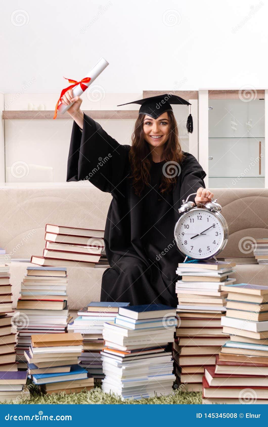 毕业从大学的年轻女生