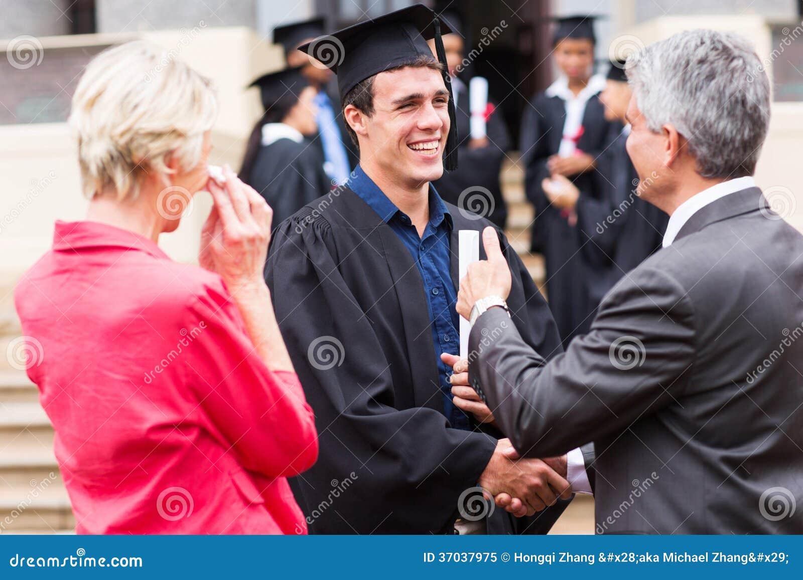 毕业生握手祖父