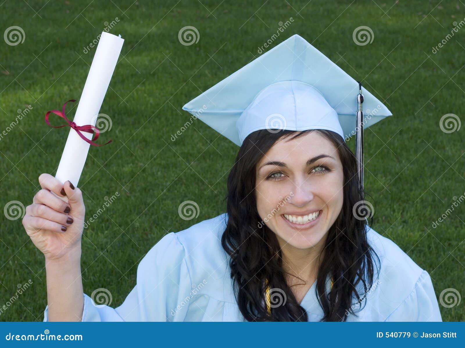 Download 毕业生 库存图片. 图片 包括有 女孩, 褂子, 教育, 成功, 学校, 毕业生, 微笑, 学院, 毕业, 文凭 - 540779