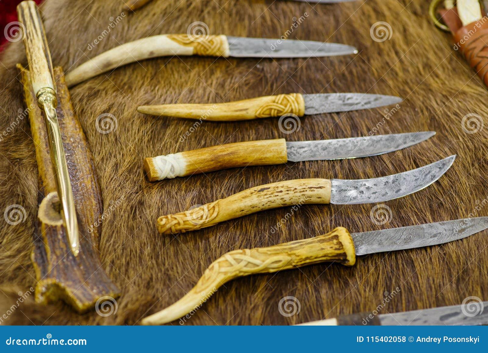 毛皮猎人的手工制造刀子