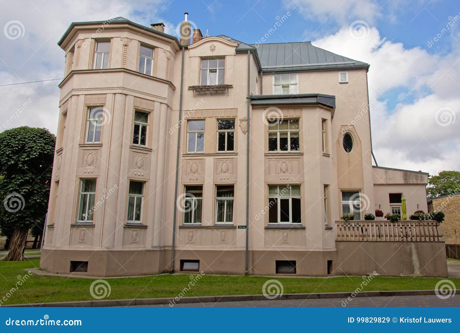 毫华新古典大厦在利耶帕亚,拉脱维亚